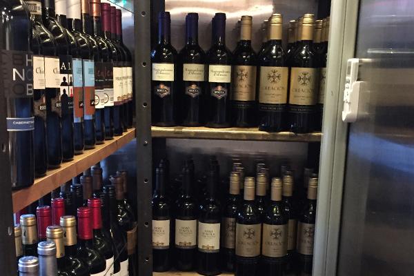 本当に安くて旨い赤ワインがギッシリ